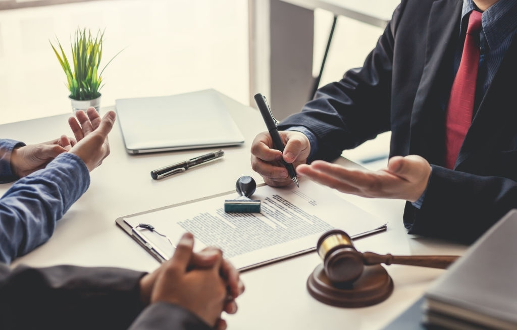 Lawyer discusing case